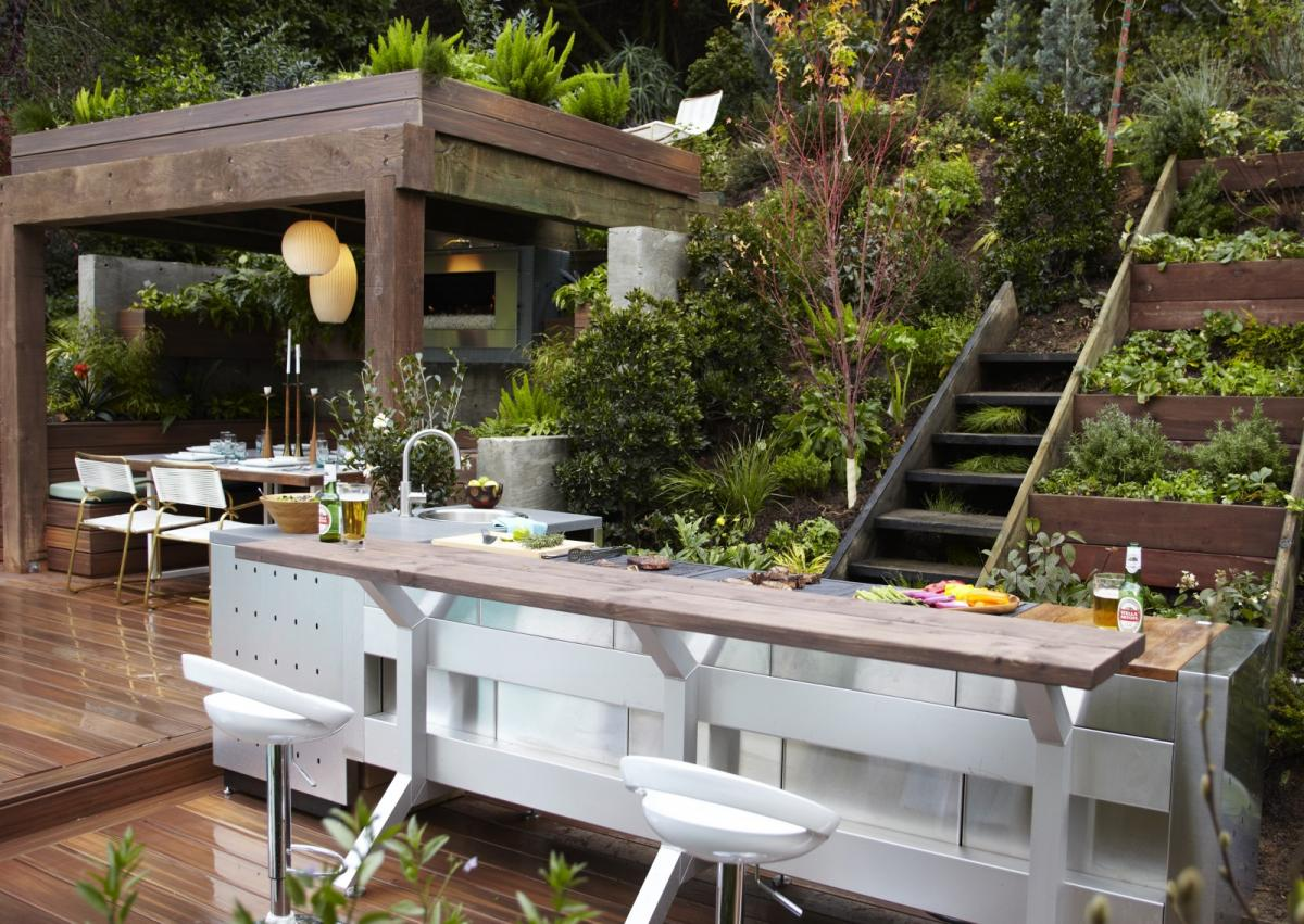 Living outdoors bringing the inside out adrian zorzi for Jamie durie garden designs